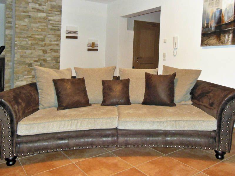 Couch Im Apartment Stratus.